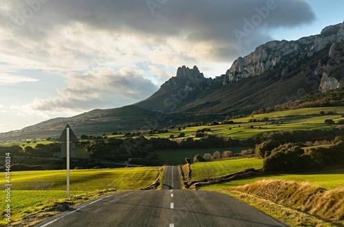 Carretera en el País Vasco. La Rioja Alavesa.