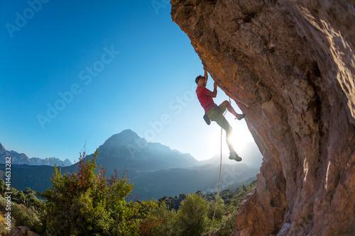 Obraz na płótnie climber overcomes a difficult route