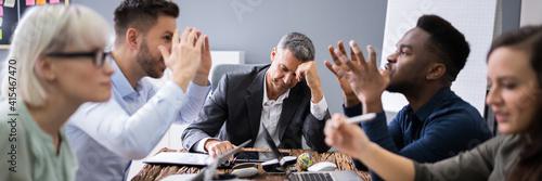 Carta da parati Business People Arguing In Meeting