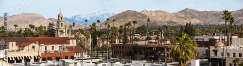 Fotografia Daytime skyline view of Downtown Riverside, California, USA.