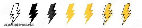 Photo Thunder bolt vector icon