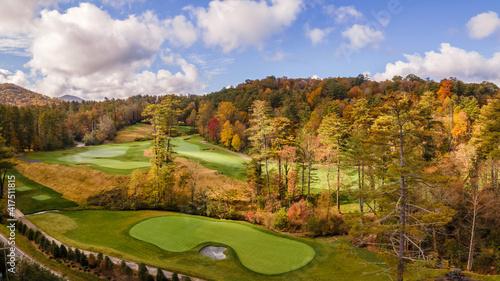 Fotografia, Obraz Mountain Golf course in Autumn near Cashiers - North Carolina