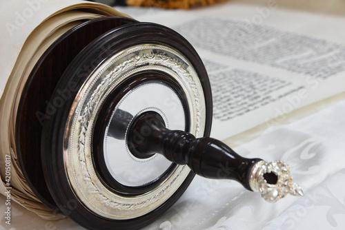 Obraz na plátně writing torah scroll  sefer torah a torah mitzvah silver crowns ornaments jewish