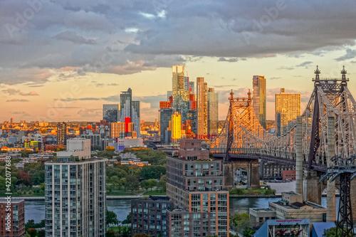 Billede på lærred Bronx Sunset over the East River