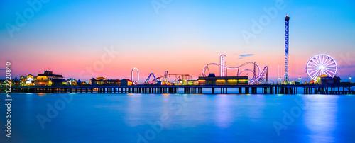 Fotografija Galveston Island historic Pleasure Pier on the Gulf of Mexico coast in Texas