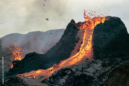 Obraz na płótnie Hot lava is erupting from the volcano in Iceland in March 2021.