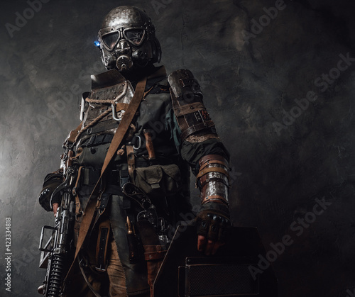 Fotografia Military survivor with shield and gas mask in dark background