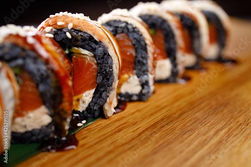 Canvas-taulu Seafood delicatessen salmon sushi black maki rolls