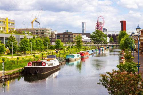Bright, sunny day in London Hackney Fototapet