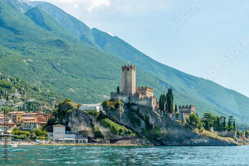 Obraz na plátně Beautiful peaceful lake Garda, Italy. Malcesine. An Old Town.