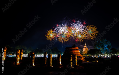 Photo Firework of Loy Krathong festival showing in Sukhothai historical park