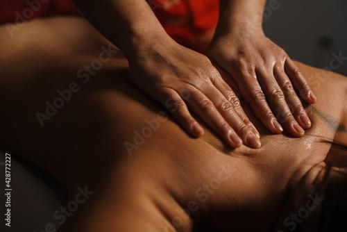 Tableau sur Toile Hands massaging women's back in the spa salon
