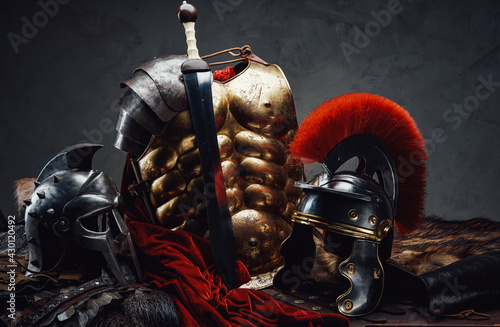 Fényképezés Suit of armor of roman legionary and gladiato