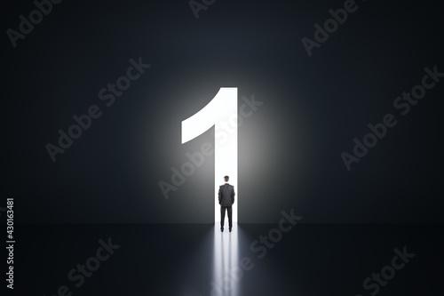 Foto Businessman silhouette in a number one shaped doorway, dark room