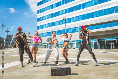 Obraz na plátně Hip hop crew dancing outdoors