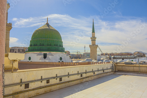 Photo The Green Dome is a  built above the tomb of the Islamic prophet Muhammad and ea