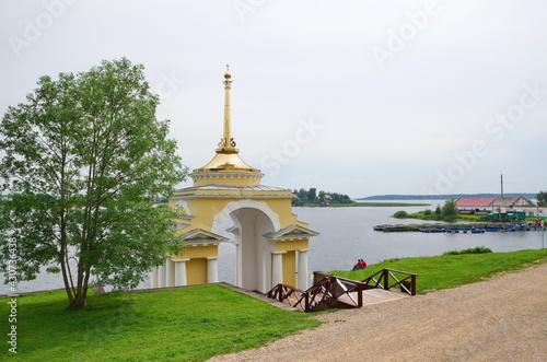 Fotografija Bishop's Wharf in the monastery of the Nilo-Stolobenskaya deserts in the Tver re