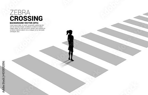 Foto Silhouette of businesswoman standing on zebra crossing