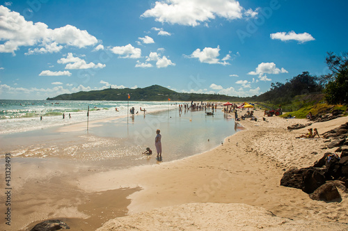 Photo The beauty of Main Beach of Byron Bay, a popular tourist destination in New South Wales, Australia
