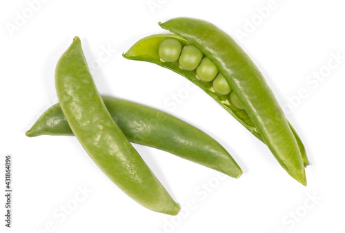 Close up of fresh green sugar snap peas isolated Fototapete