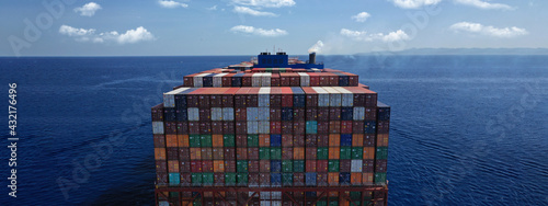 Photo Aerial drone ultra wide photo above huge colourful container carrier vessel crui