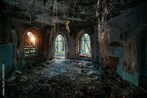 Fotografia Inside old ruined abandoned historical Khvostov's mansion in Gothic style