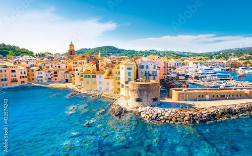 Obraz na płótnie View of the city of Saint-Tropez, Provence, Cote d Azur, a popular destination f