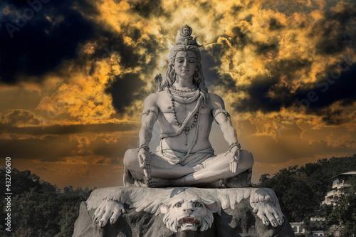 Canvas Print Statue of meditating Hindu god Shiva on the Ganges River at Rishikesh village in