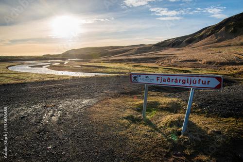 Canvas-taulu Signage for Fjaðrárgljúfur, Iceland mossy green canyon at sunset with golden lan
