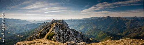 Fotografia Hiking on Piatra Craiului mountain ridge