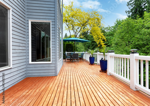Cuadros en Lienzo Home outdoor wooden deck with patio furniture and decoration palm plants