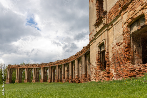 Leinwand Poster Ancient ruined palace complex with colonnades