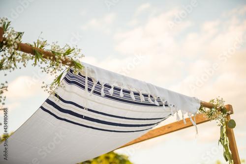 Fotografia Close up of Chuppah canopy cloth details for traditional Jewish wedding custom