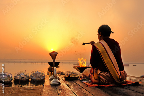 Fototapeta An Unidentified Hindu Brahman monk meditates on the ghat stairs of holy Ganges r