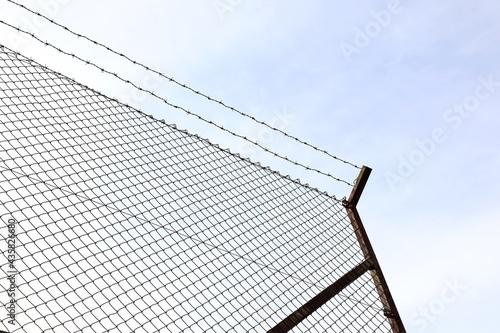 alambrada valla metálica espino frontera inmigración 4M0A1355-as21