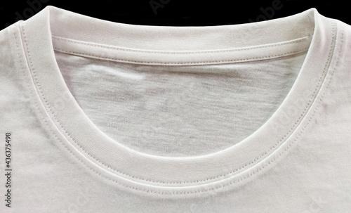 Billede på lærred A closer look at the round-neck T-shirt
