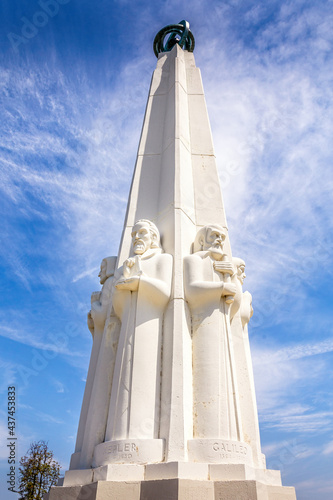 Astronomer's monument at the Griffith Observatory in Los Angeles, California Fototapet