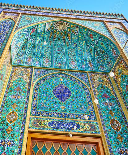 Платно The close-up of the portal of Imam Zadeh Jafar Shrine, Yazd, Iran