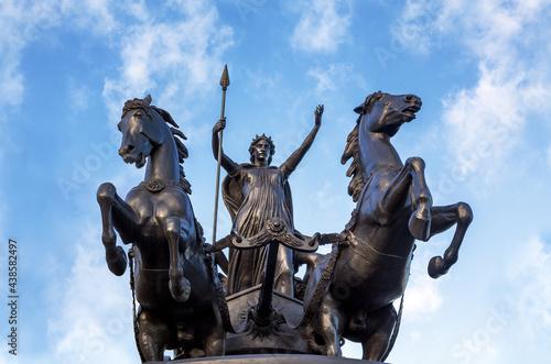 Obraz na plátně Bronze Boudica staue against summer sky in London, UK