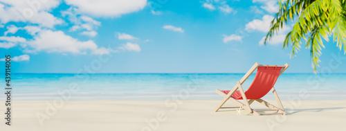 Fotografia Red beach chair on the tropical island