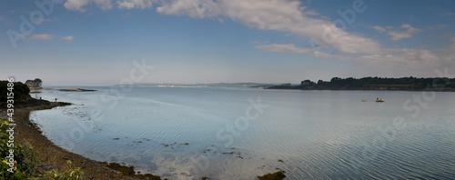 Fotografie, Obraz vue panoramique sur la rade de Brest en France avec ciel bleu et mère calme au l