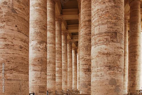 Cuadros en Lienzo Colonnades or columns of St Peter's Square, Vatican