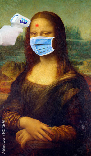 Photo Mona Lisa not like COVid-19