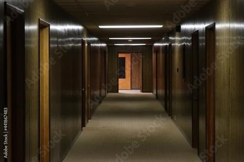 Fotografia 回廊 Dark passage in the old corridor