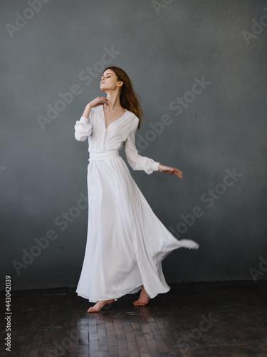 Woman in white dress posing glamor studio Fotobehang