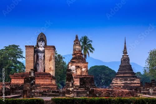 Canvas Print Pagoda Buddha statue at Sukhothai historical park