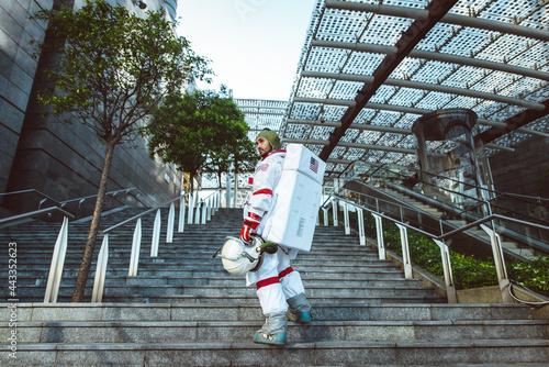 Fotografering spaceman in a futuristic station