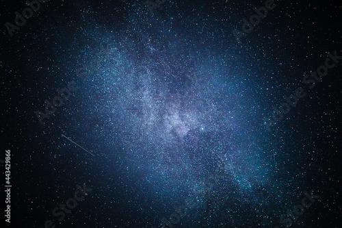 Niemowlę w gwiazdach.