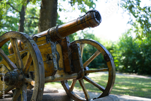 Photo Old cannon on a wooden platform