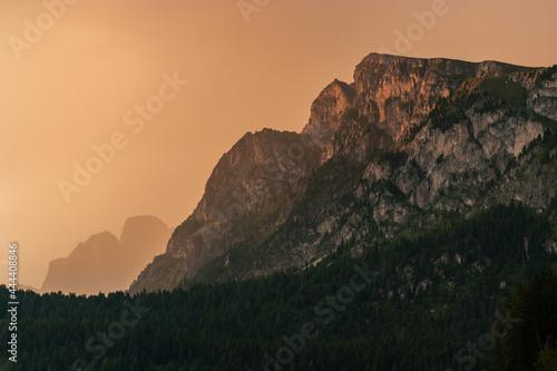 Tableau sur Toile Il momento del tramonto sulle Dolomiti è sempre qualcosa di magico